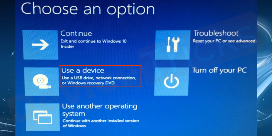 Now choose the option to boot your system from Windows Installation Media from the screen and wait for the files to be loaded.
